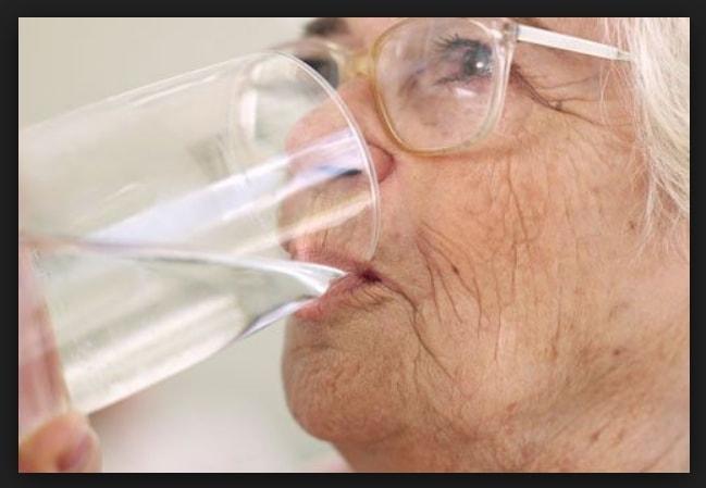 cuanta agua puede beber un diabetico